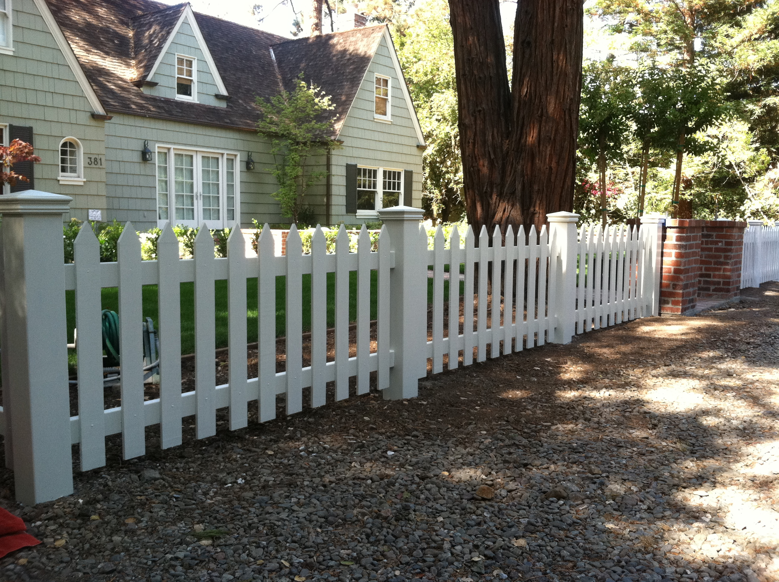 Picket Peninsula Fence