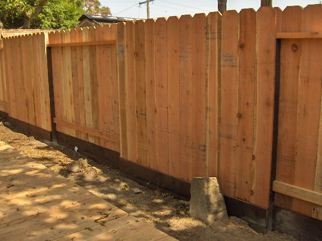 Alternating Panel Peninsula Fence